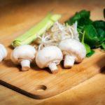 Zeleninový salát s houbami